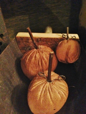 Prim stuffed pumpkins (set of 3)